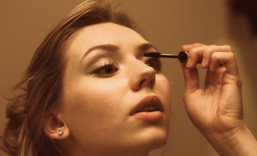 Il mascara semipermanente va messo dall'estetista