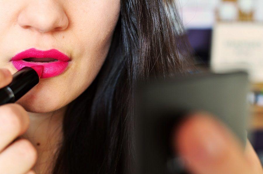 Per rendere il viso sottile, meglio un rossetto più scuro