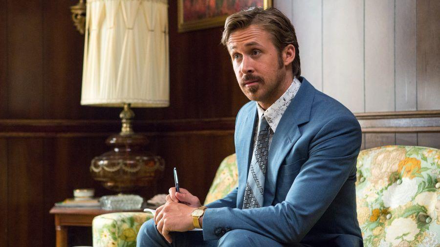 Ryan Gosling è il goffo e violento Holland March in The Nice Guys