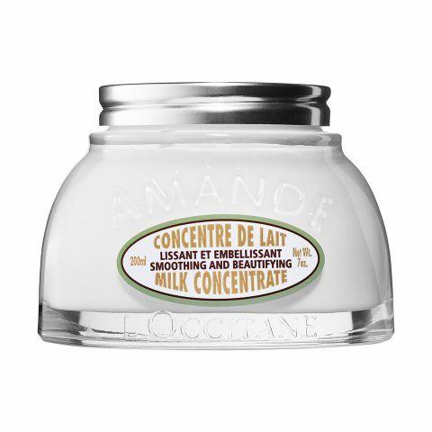 L'Occitane  Almond Milk Concentrate con olio e latte di mandorla per garantire la massima dolcezza.