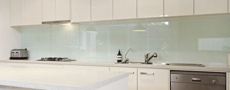 Paraschizzi originali per un nuovo look al piano cucina - Top cucina in vetro ...