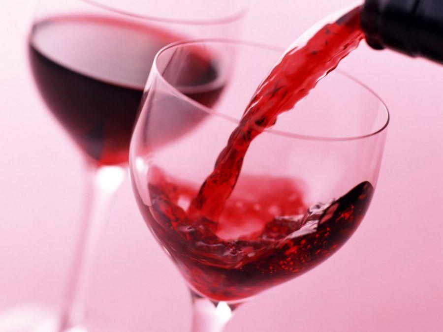 Il vino rosso protegge dai danni del fumo