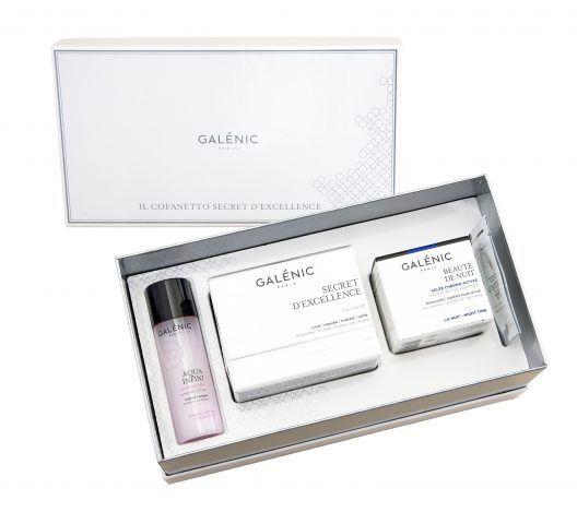 Galenic, Cofanetto Secret d'Excellence con Aqua Infini lozione di trattamento, crema Secret d'Excellence, DD Cream Teint Lumiere. 98 euro.