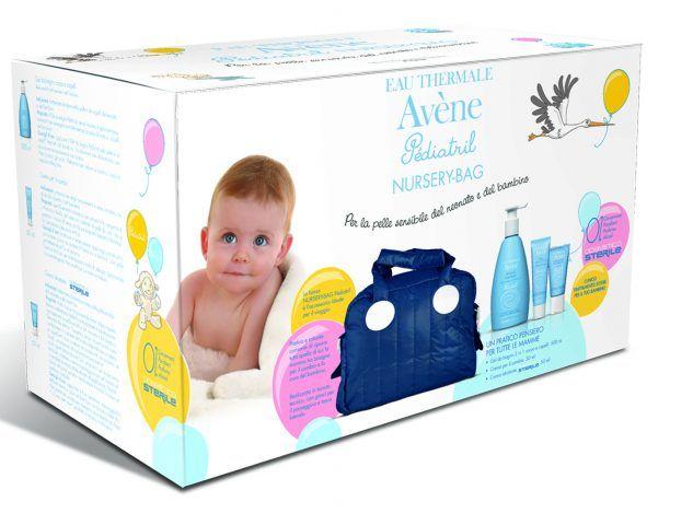 Eau Thermale Avene, Pediatril: borsa in tessuto tecnico con gel da bagno corpo e capelli, crema per il cambio, crema idratante cosmetico sterile. 34 euro.
