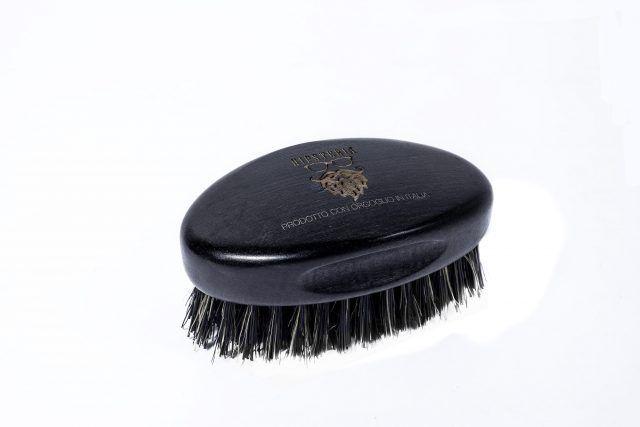 Hipsteria, linea di prodotti per la cura della barba, B-Brush: spazzola di legno di faggio per lo styling della barba.
