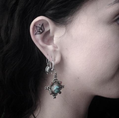 Tatuaggi sull'orecchio