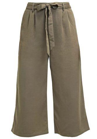 Pantaloni tarmac Only €40
