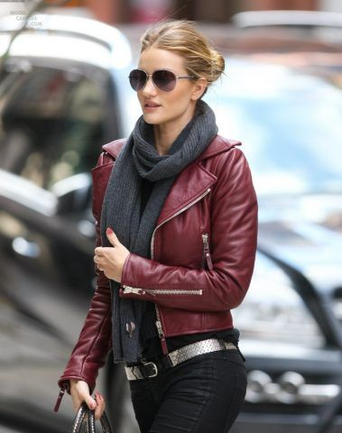 Elegante e minimalista Rosie Huntington Whiteley.