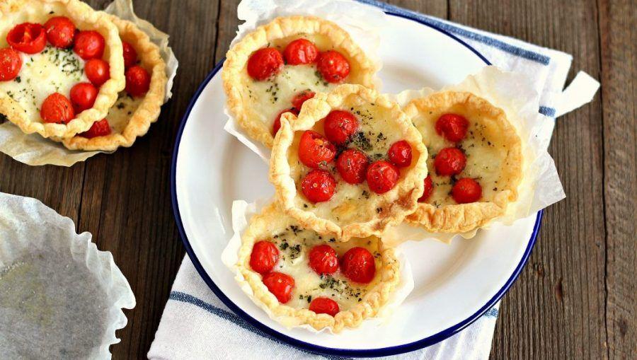 Sfogliatine con pomodoro e mozzarella