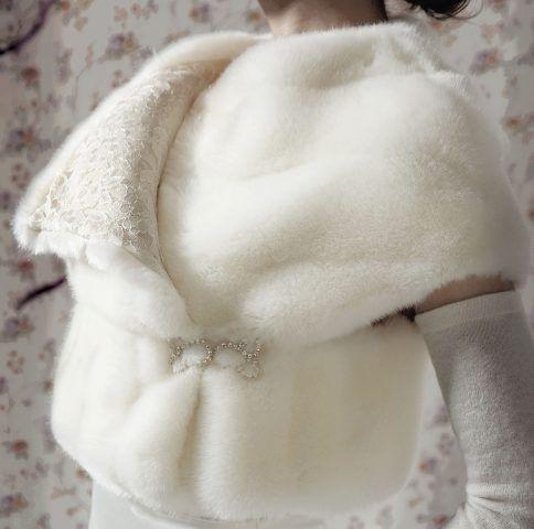 Scialle in pelliccia per abito da sposa stylejump