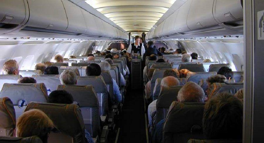 Così si sta sull'aereo: zitti, buoni e seduti al proprio posto
