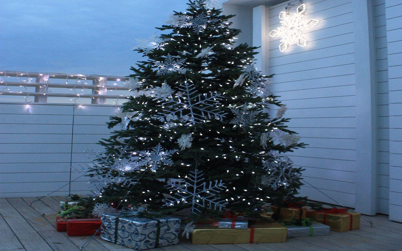 Idee originali per nascondere la base dell'albero di Natale
