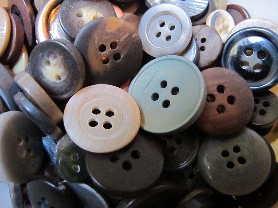 Una marea di bottoni colorati