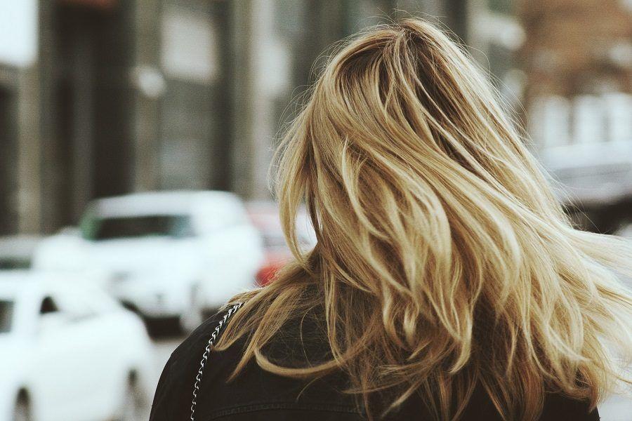 Il rabarbaro funziona bene sui capelli e sfumature bionde e ravviva i colpi di sole