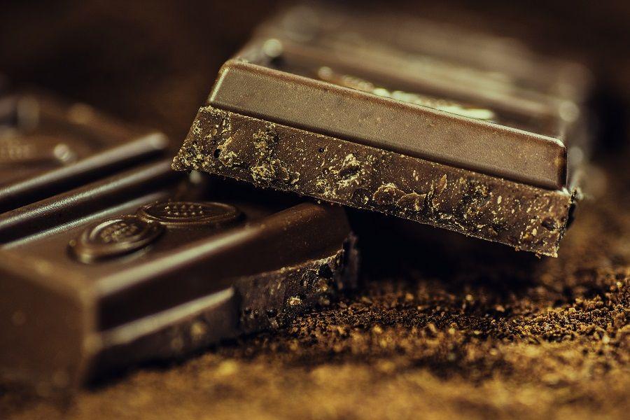 Il cioccolato fondente aiuta a proteggere la salute dei denti