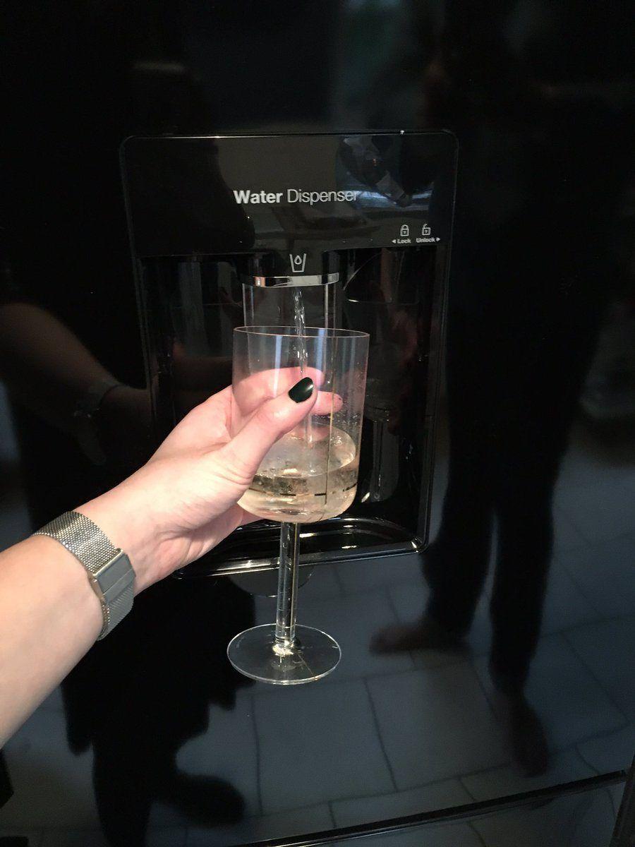 Il dispenser da vino nel frigo!