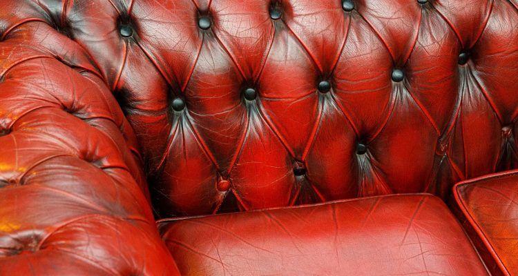 Come pulire il divano in pelle senza rovinarlo bigodino - Pulire divano non sfoderabile ...