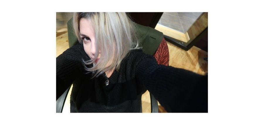 Emma Marrone con i capelli grigi