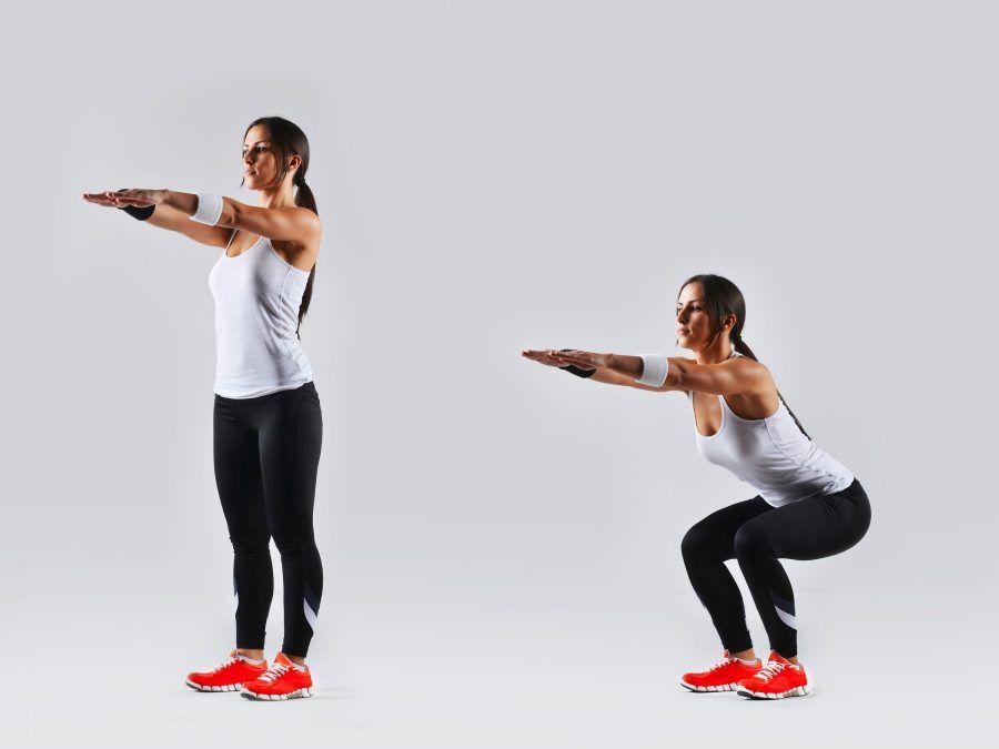 lo squat riproduce il semplice gesto di alzarsi e sedersi