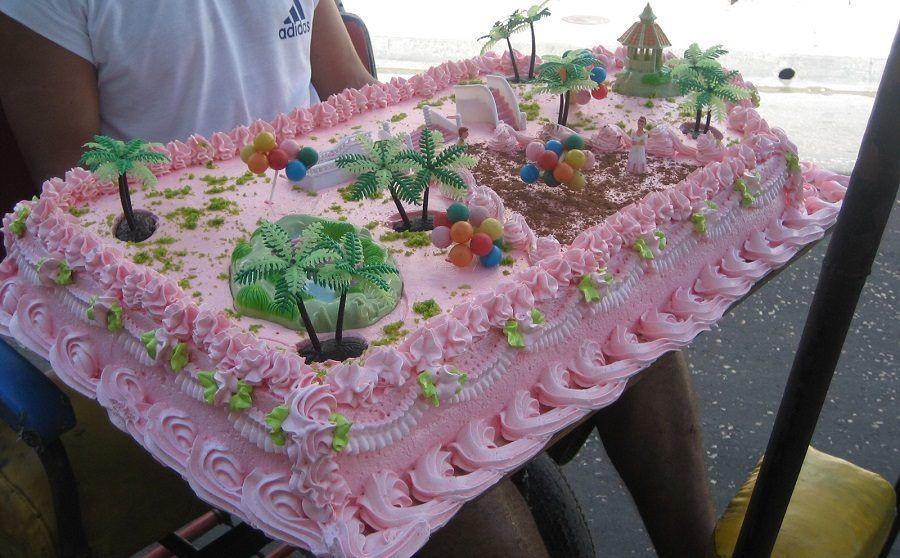 Si possono fare torte piuttosto imponenti con la pasta di zucchero