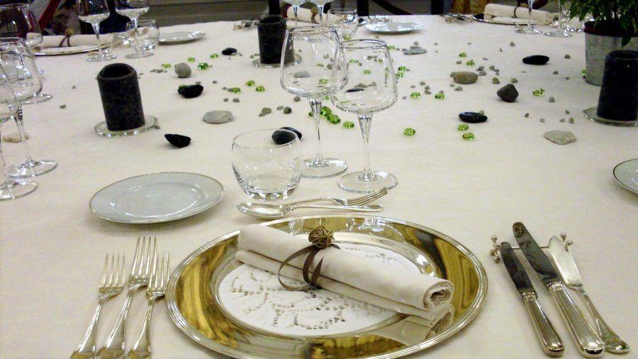 Galateo a tavola dove vanno messi i bicchieri bigodino - Regole del galateo a tavola ...