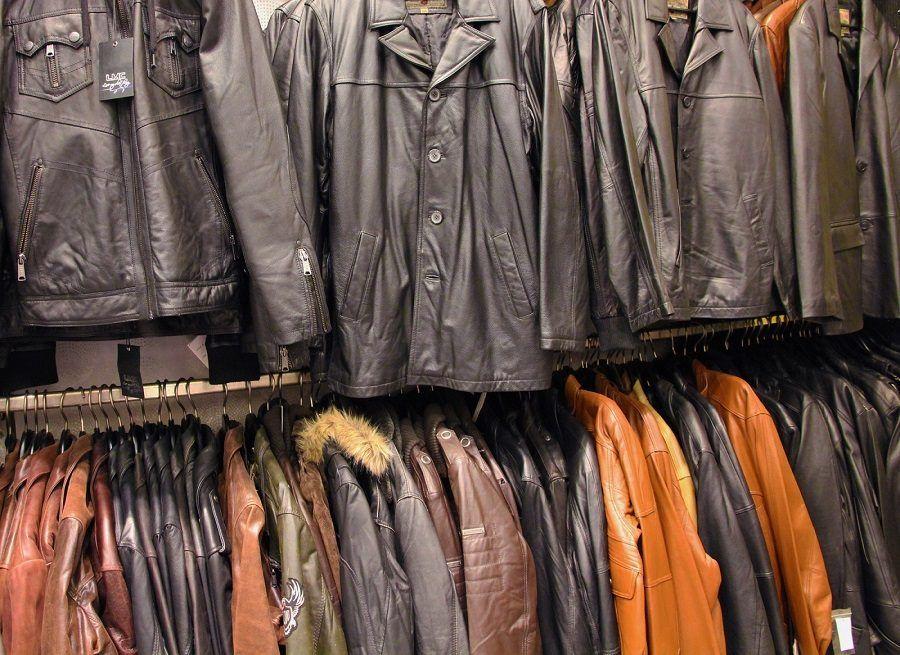 Diversi modelli di giacche in pelle