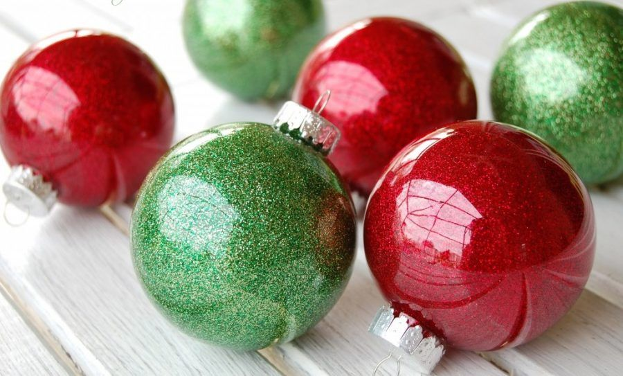 glitter-ornaments-with-clear-plastic-bulbs-1024x680