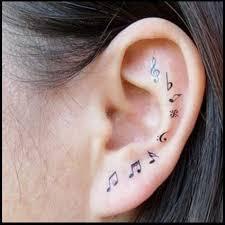 Tatuaggi sull'orecchio, note musicali