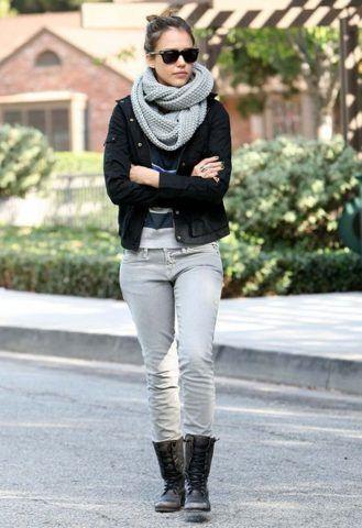 Jessica Alba ama molto le sciarpe.