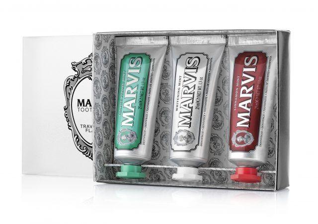 Marvis: scatola tre gusti formato 25ml, bandiera italiana, classic strong mint, whitening mint e cinnamon. 8 euro.
