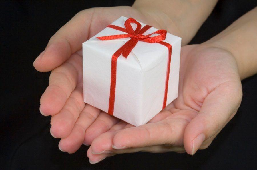 Consegnate sempre il regalo sorridendo (e aspettate di vedere l'espressione orripilata)