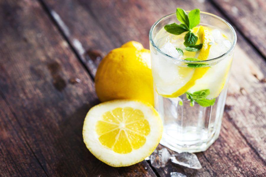 l'acqua con limone può essere assunto anche tutte le sere prima di andare a dormire, oltre che tutte le mattine