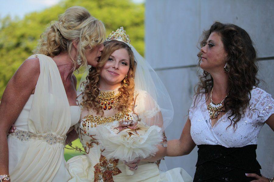 Madre e suocera in bianco: ci deve essere stato qualche problema di comunicazione