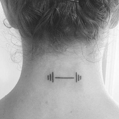 Tatuaggi per amanti del fitness: pesi