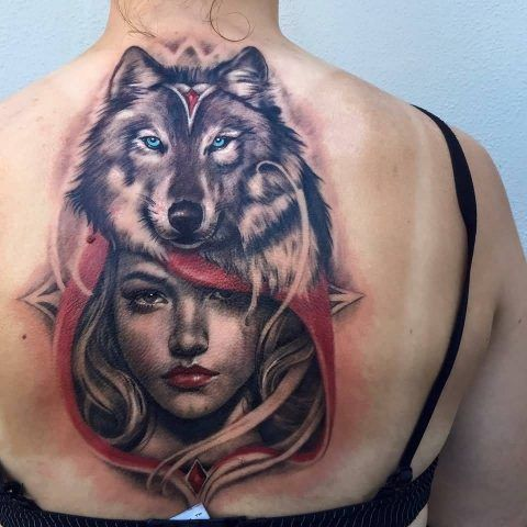 Tatuaggio con lupo