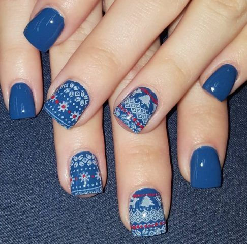 Ugly Sweater Nails, blu e bianco