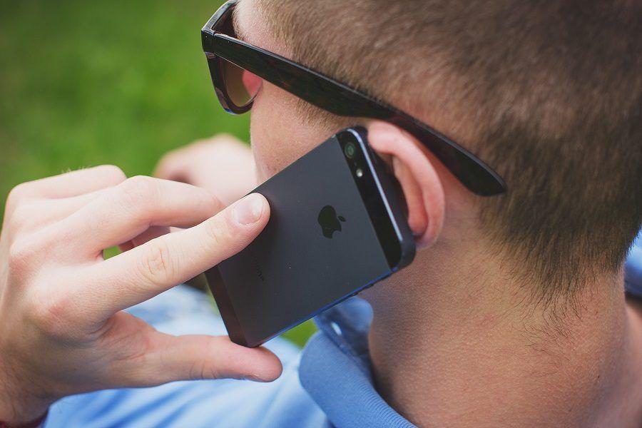 Siate concise, chiare, dirette e determinate se rompete col compagno al telefono