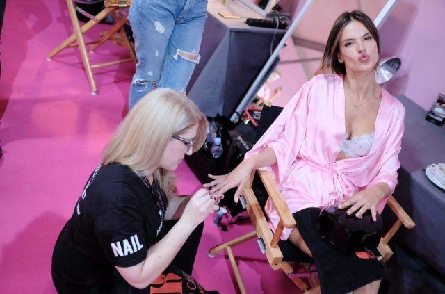 Victoria's Secret Fashion Show 2016, manicure nel backstage