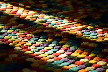 DIY: tanti tutorial per realizzare tappeti caldi, grandi e colorati!