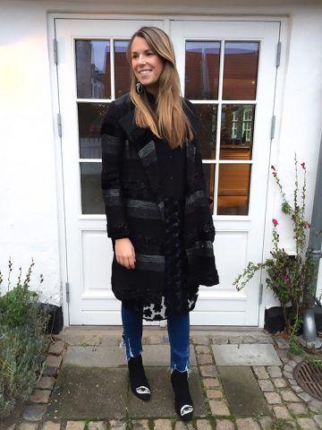 Cappotto midi e jeans - Dal blog Laura Lawaetz