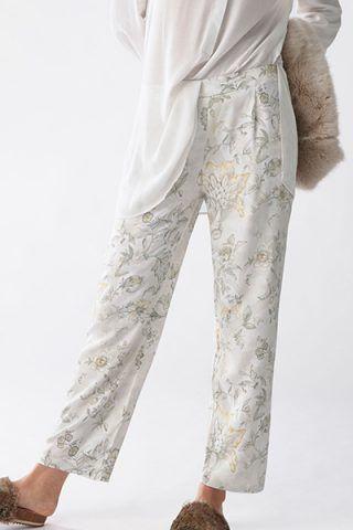 Pantaloni floreali di Oysho (17,99 €)