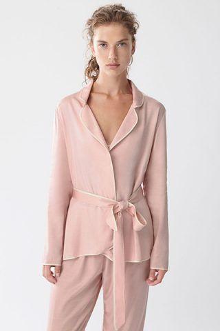 Camicia rosa con bordino bianco di Oysho (22,99 €)