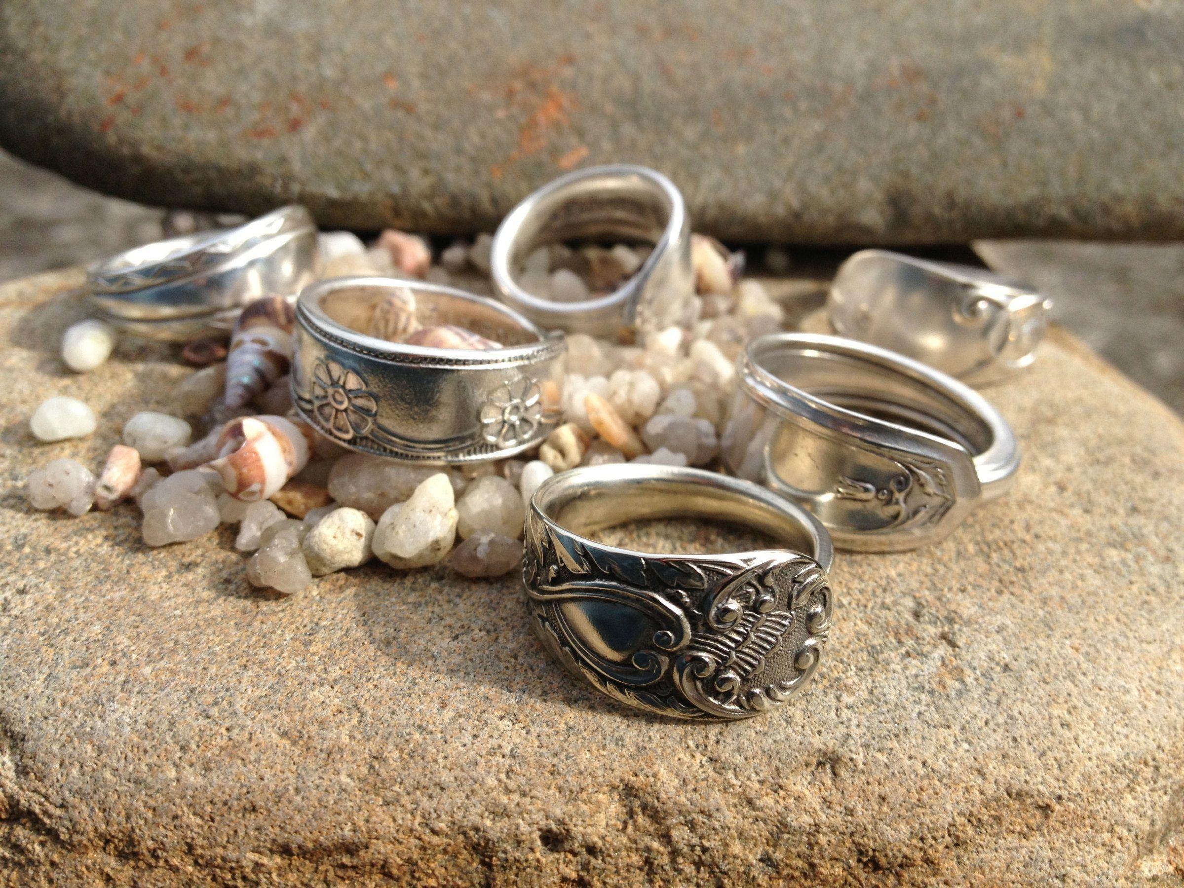 Anelli d'argento con delle vecchie posate