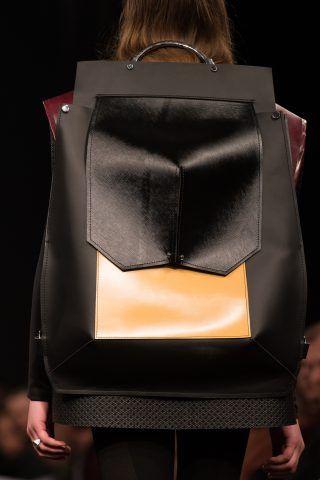 Alessio Rossi, Accessori consegnato da Leonardo Pucci, Direttore di collezione pelletteria,Christian Dior