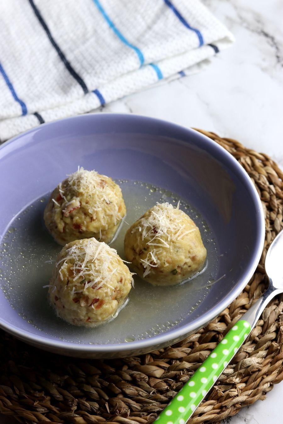 La ricetta tradizionale dei canederli in brodo Tirolesi