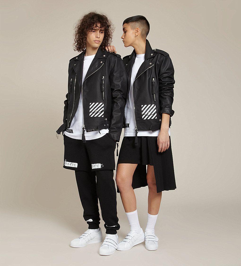 Due modelli di moda genderless del progetto Agender