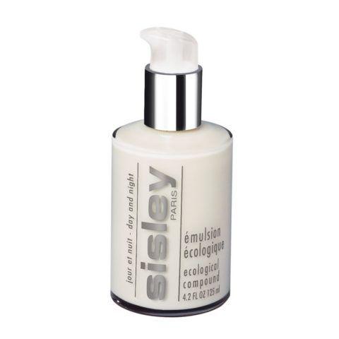 L'Emulsion Ecologique di Sisley un idratante viso a base di centella asiatica, equiseto, ginseng, rosmarino e luppolo, che idrata, protegge e tonifica, agendo anche da booster per i trattamenti che si applicano dopo. €184