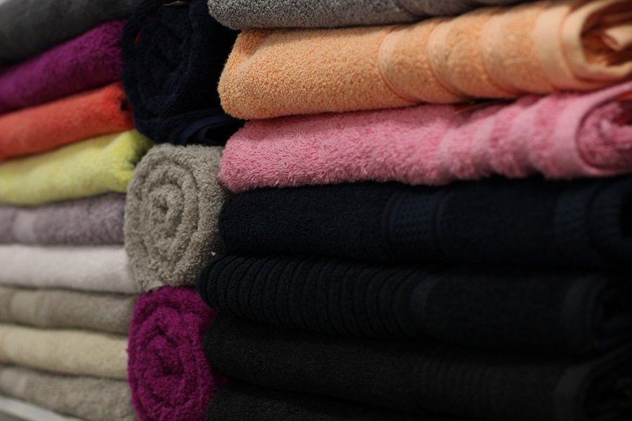Gli asciugamani e la biancheria non andrebbero tenuti in bagno