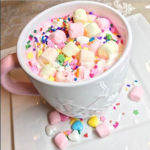 Cioccolata calda in stile unicorno