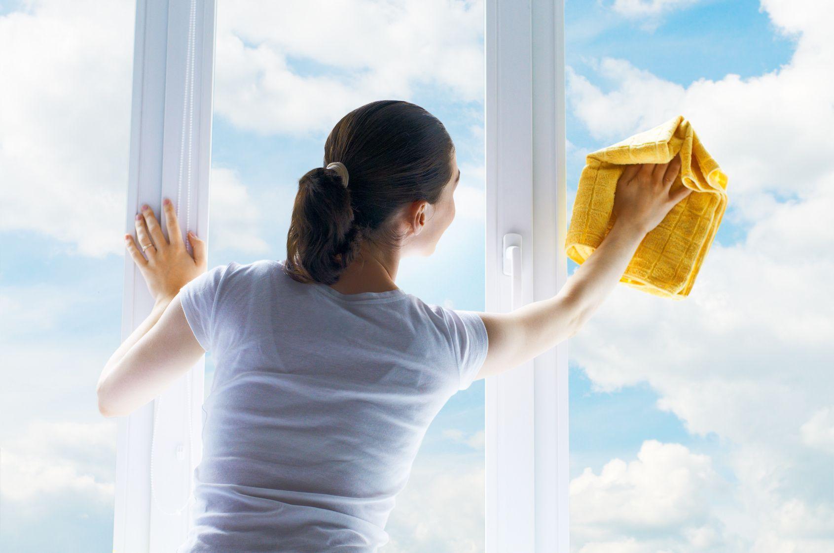Le pulizie di casa sono iniziate: procedete stanza per stanza, zona per zona, superficie per superficie.